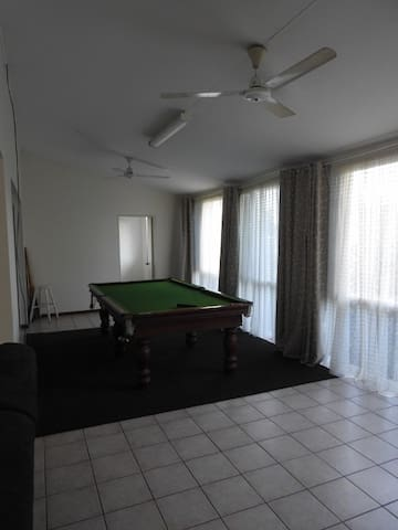 Great suburban location for family and groups. - Coconut Grove - Appartement