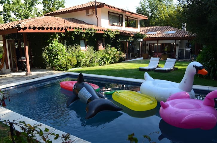 Sleeps 10, great Home with hot tub, pool, and more
