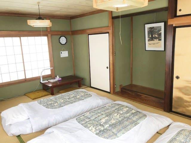寝室(12畳)