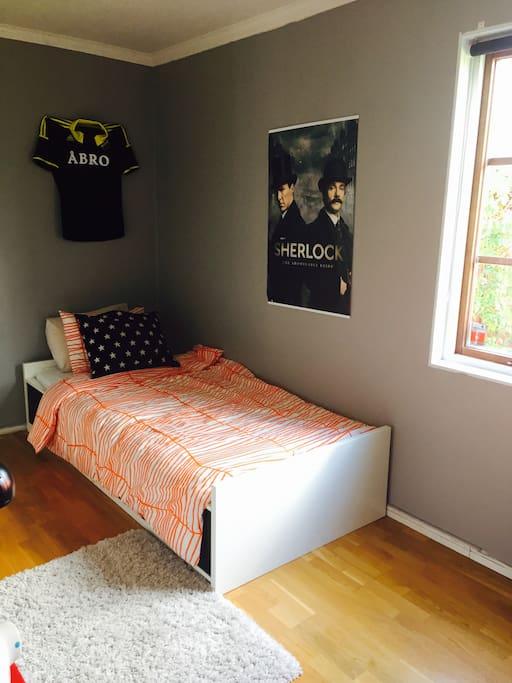 Room 2, 80cm bed