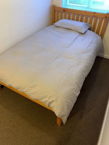 Clean and Tidy Double bed close to city amenities