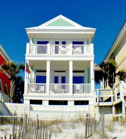 Spacious Gulf Front Home with Amazing Views! Steps to Beach Front Pool!