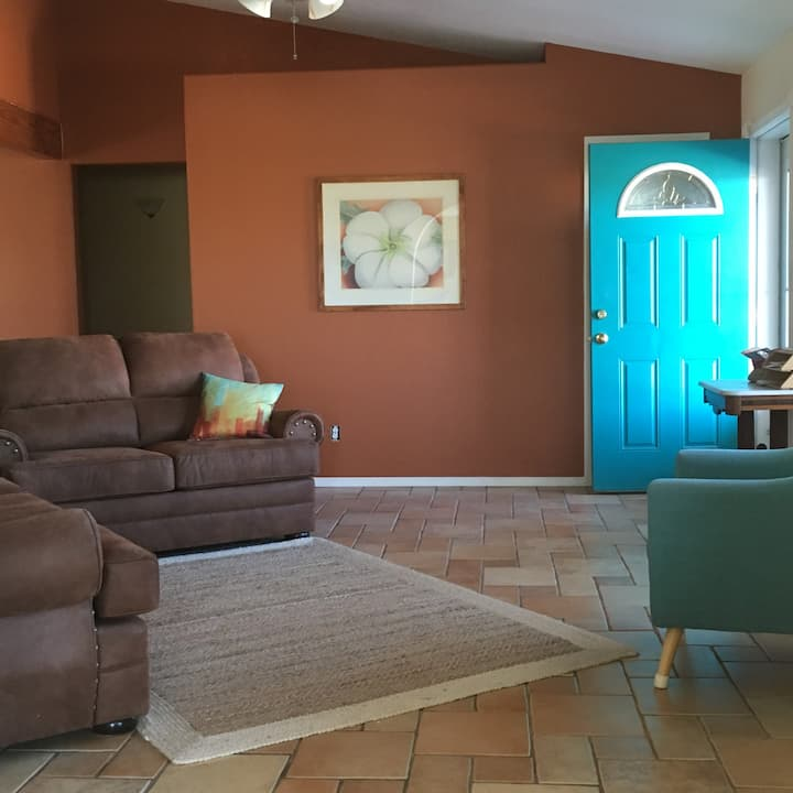 Sandia View Suite Convenient to ABQ & Santa Fe