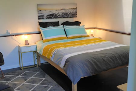 Cosy Hastings Suite - no cleaning fee!