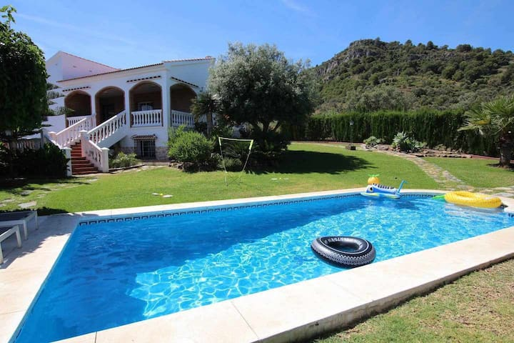 Villa Fleury 14 People ❤️ POOL + VIEWS + BASKET ❤️