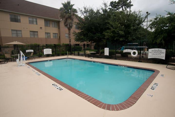 Free Breakfast + Fitness Center + Outdoor Pool | Modern Studio
