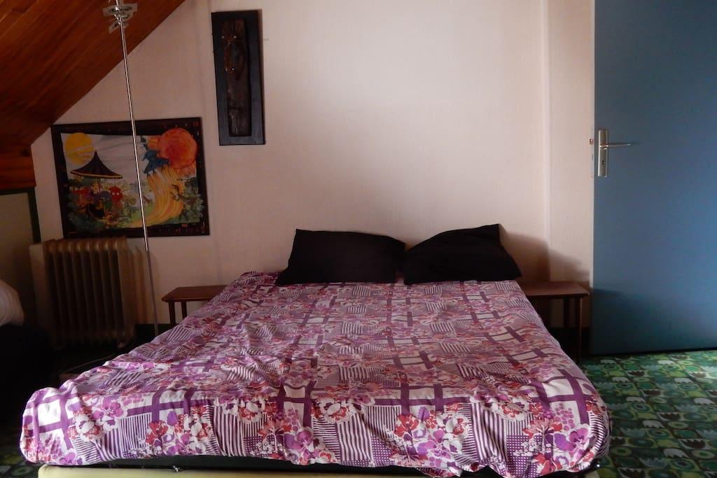 chambre dans maison individuelle chambres d 39 h tes louer bourges centre france. Black Bedroom Furniture Sets. Home Design Ideas