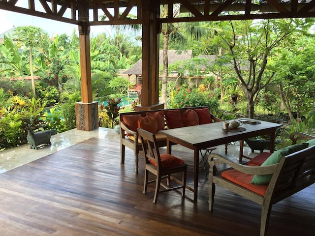 Mangga Suite with Spacious Breezy Terrace - Berawa - Apartamento