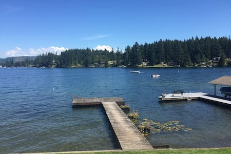 Waterfront Cottage on Clear Lake - Eatonville