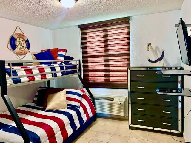 First bedroom/Primer dormitorio