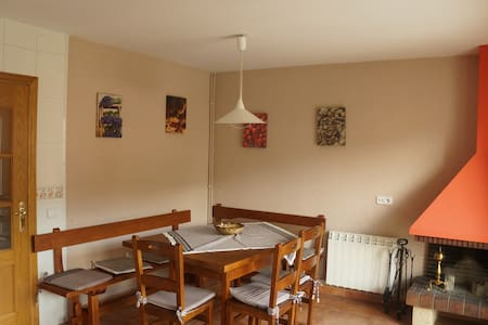 Casa para famílias y grupos grandes - Sant Pau de Segúries - Casa adossada