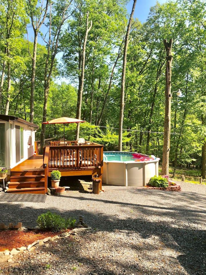 Pocono cabin w private pool at Shawnee/Camelback