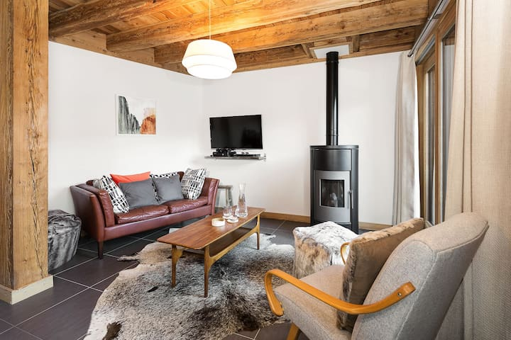 • Cosy lounge with wood pellet stove •