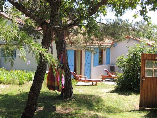 Maison à Viens avec jardin et piscine - Viens - Byt