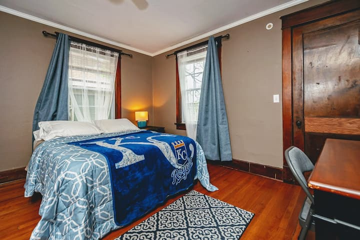 """Gorgeous """"Salvy"""" Bedroom - Newly Renovated Mansion"""