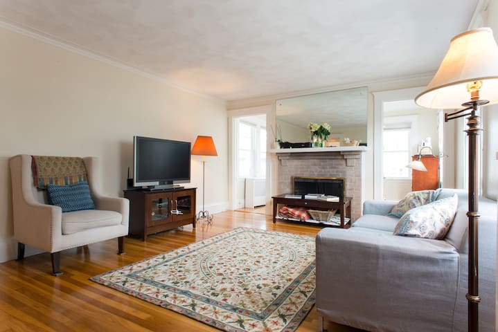 Spacious 3 Bedroom Condo -- Excellent for Families - Belmont - Condo