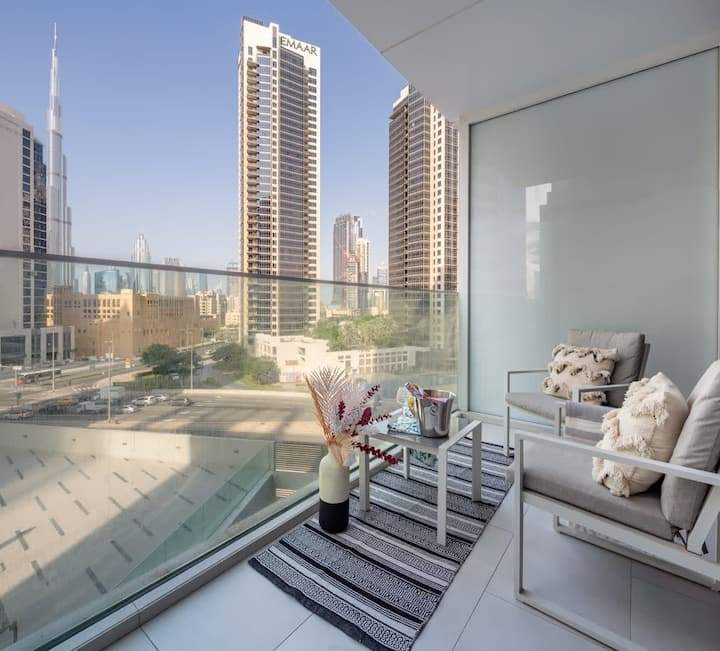 Modern & Adorable Studio w/ Spectacular Burj Khalifa Views!