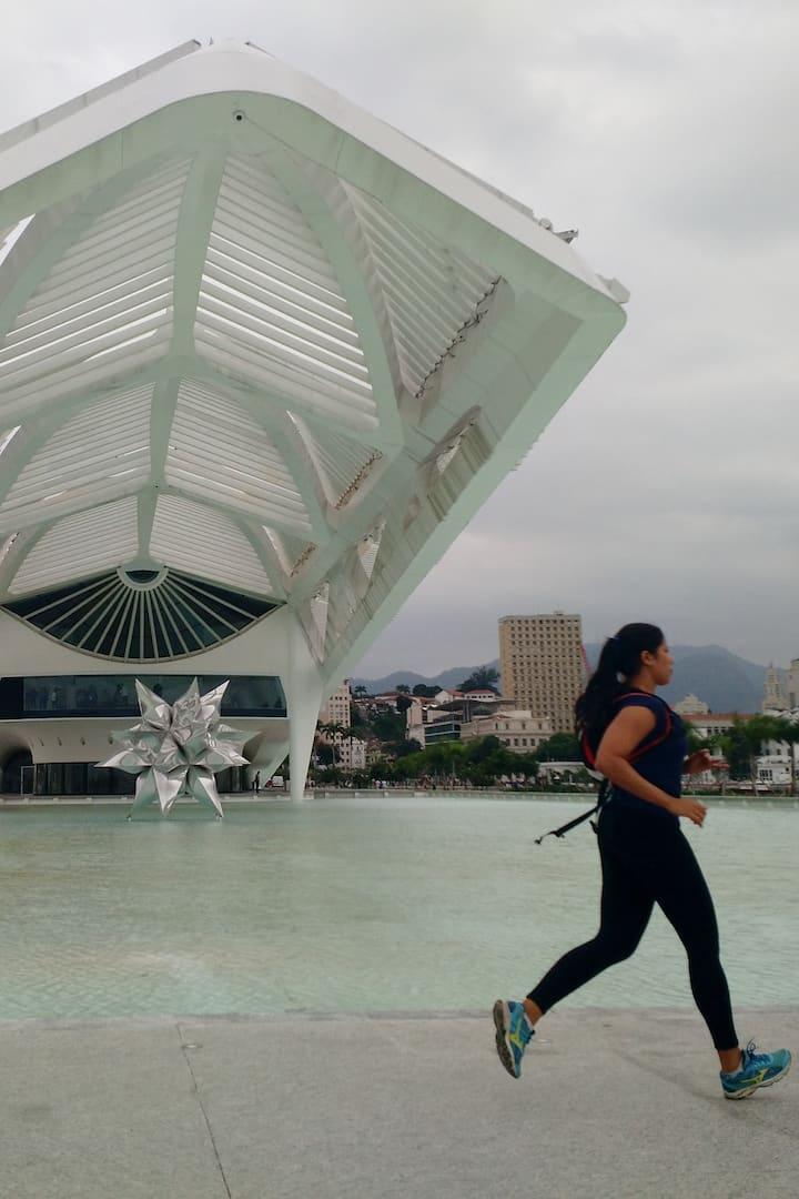 Correndo em frente ao Museu do Amanhã