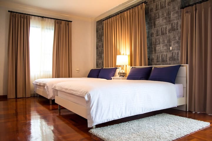 2BED @ Sukhumvit 36 >>  9min walk to BTS Thong Lor