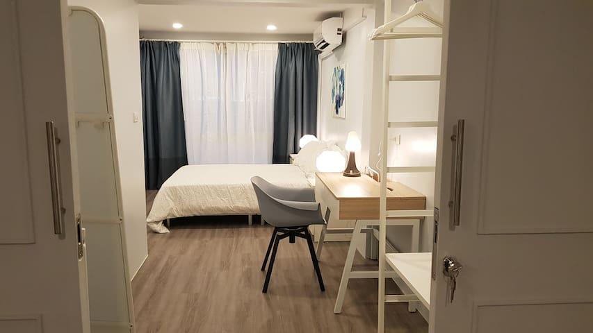 Cozy Duplex in Sathorn (BTS Surasak&Chongnonsi)