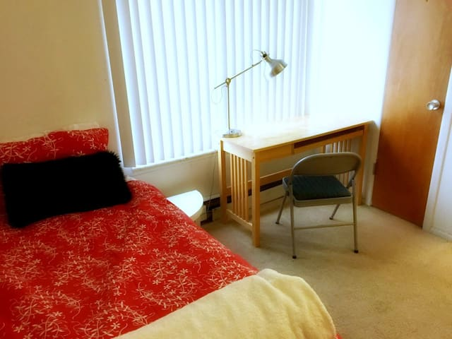 Comfort and Convenience off Campus - Ann Arbor - Apartament