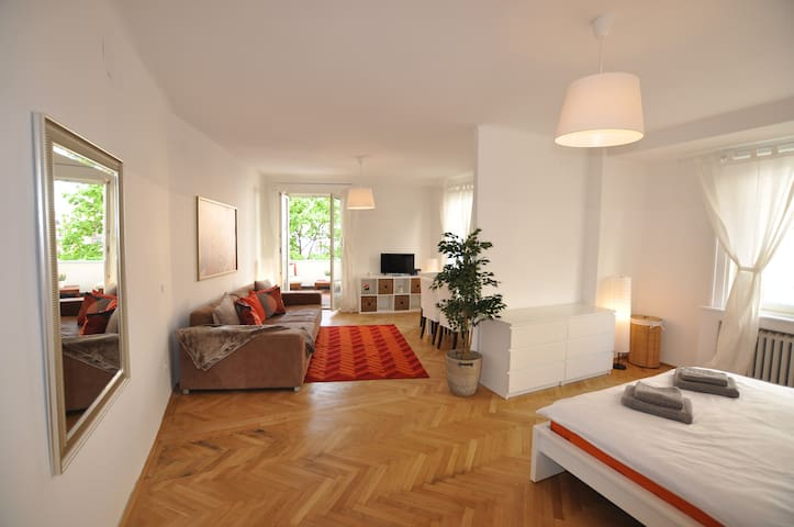 NEW: CITYCENTER TOP LOCATION | KLIMT BALCONY SUITE - Vienna - Apartamento