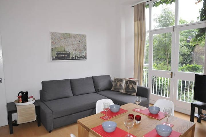 One Bedroom Apartment in Holland Road