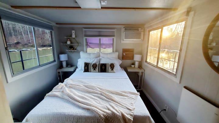 Houseboat_livin