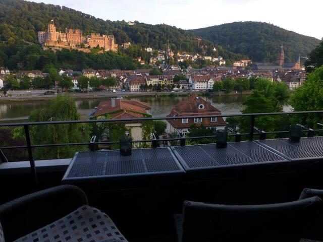 Fabulous Penthouse, castle view, 30 day minimum