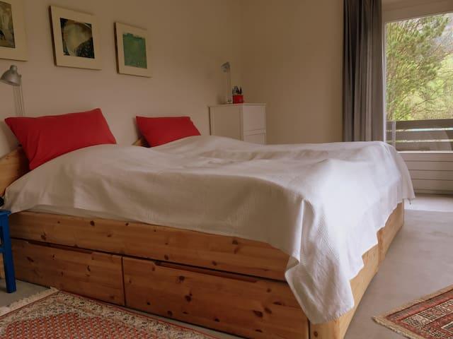 Schlafzimmer 4 mit Doppelbett 1.OG