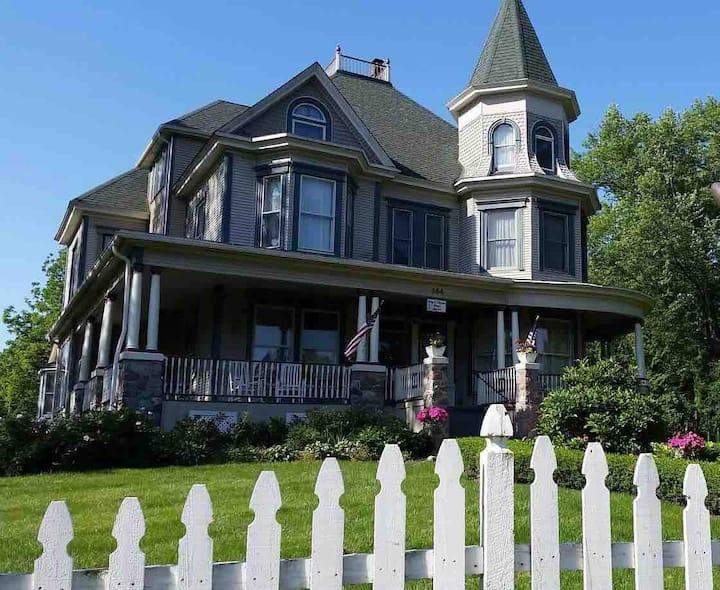 Whole House Rental - Bed & Breakfast