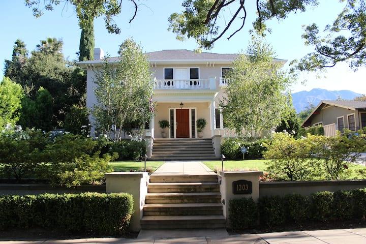 1922 Grand Italian Revival Home in Pasadena!