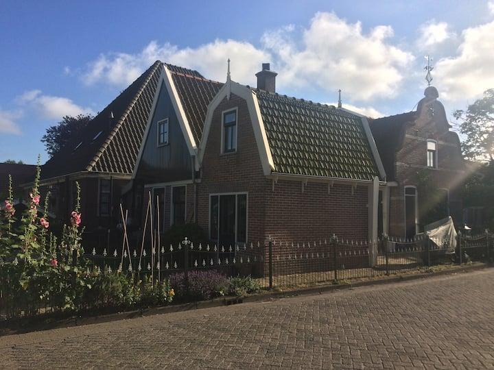 Vrijstaand huis in het centrum van Warmenhuizen