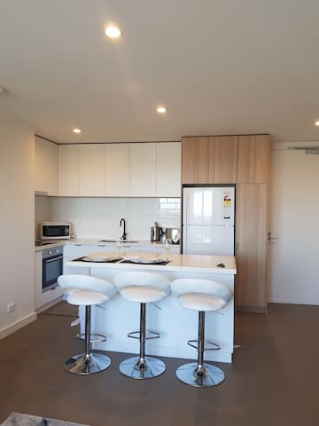 Brand new 2bed,2 bath luxury 'bay view' apartment