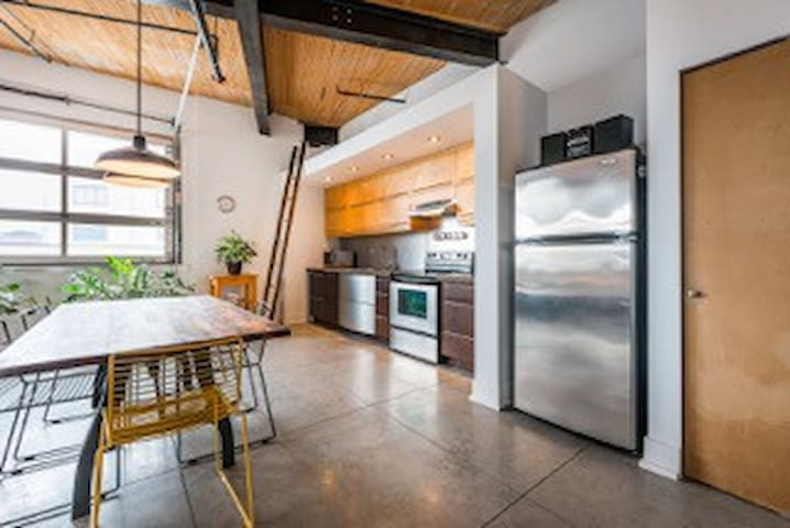 Amazing loft in Mile Ex!