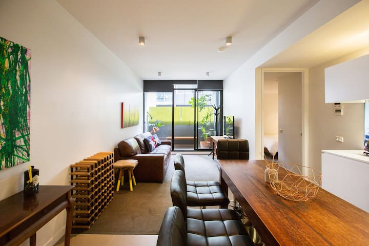 Stylish and Quiet Apartment on Bridge Road