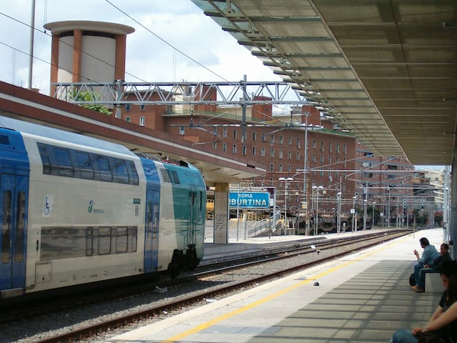 Quiet attic, metrò and train station Tiburtina