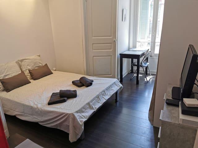 Rue Alberti, plein centre, coquet studio au calme