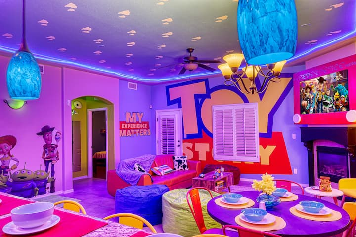 TOY STORY EXPERIENCE, PIZZA PLANET, ANDYS ROOM