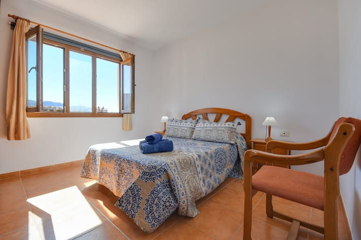 Holiday Apartment Flor F with Mountain View, Wi-Fi & Terrace
