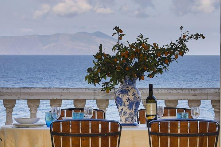 Villa Gioiosa  Villa rental in Sicily on the beach