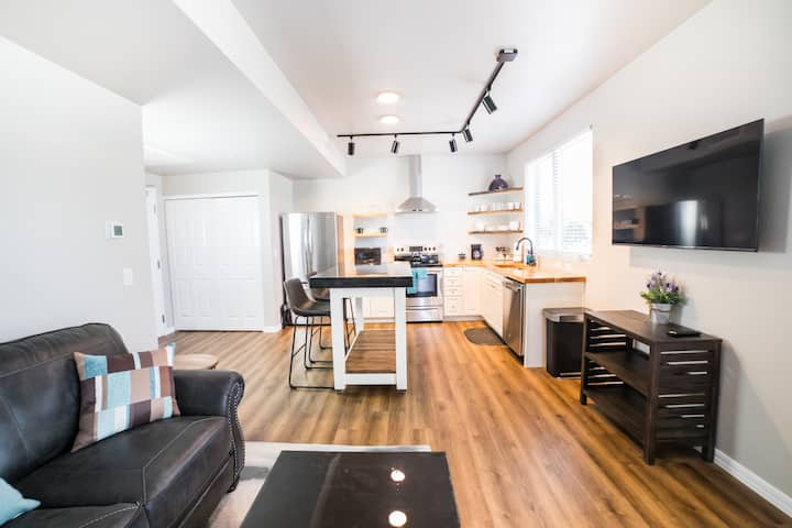 (302)Beautiful, Brand New 1 bed 1 bath