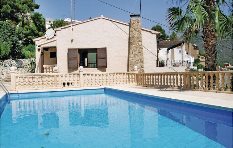 Holiday cottage with 4 bedrooms on 173 m² in Calpe