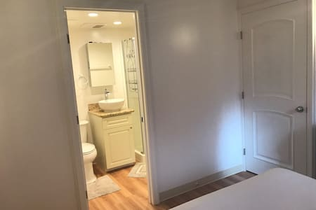 females only private bath room •52P - Honolulu