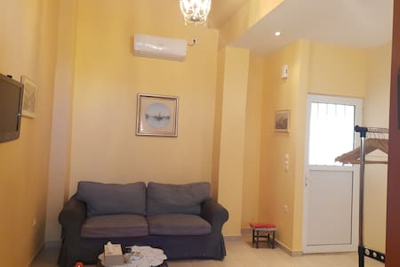 New quiet apt close to glam Glyfada shops & beach.