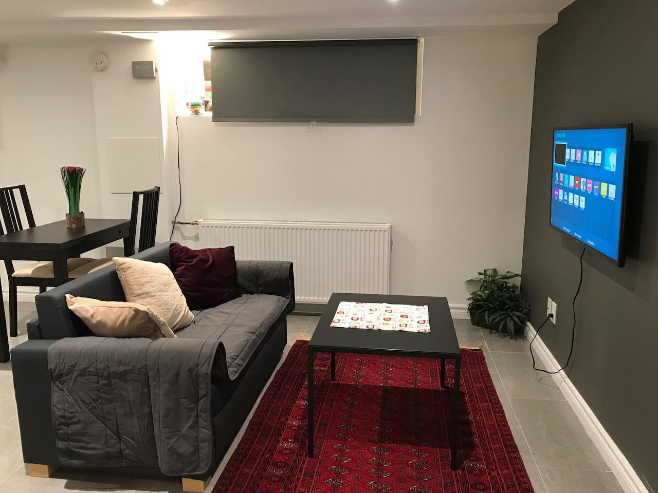 Comfortable space to enjoy smart TV (Netflix, news and fashion channels, etc)