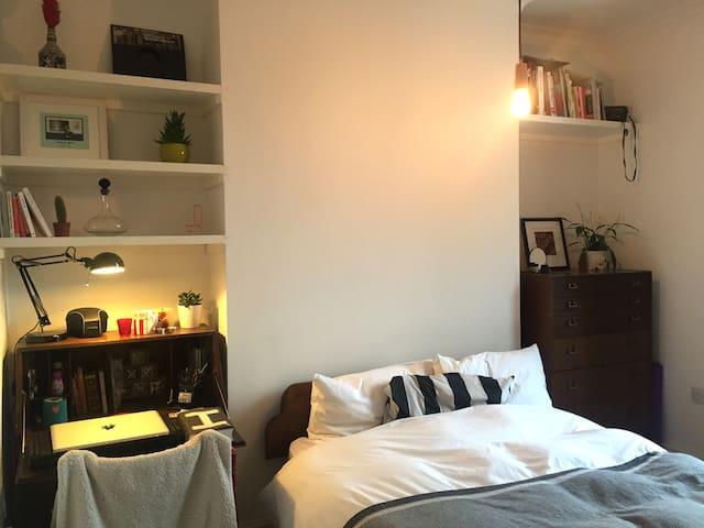 Bedroom in beautiful Victorian house in Hackney - London
