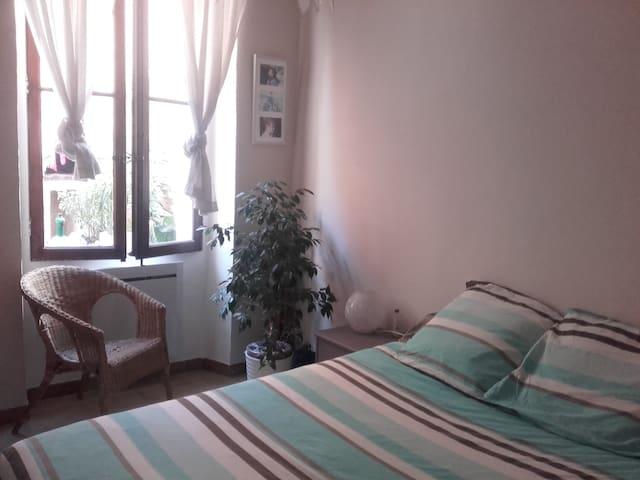 bed and breakfast dans un appartement calme.