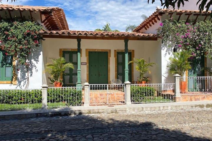 Aliciadorada, parque Cauca Viejo. Unidad cerrada.