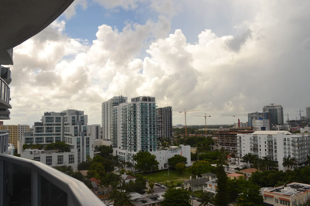 The apartment is closely located to Wynwood, the Desing District and Downtown